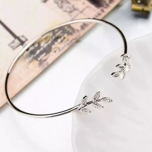 ⚜️[𝟯/$𝟭𝟴]⚜️Leaf Silver Dainty Simple Cuff NEW